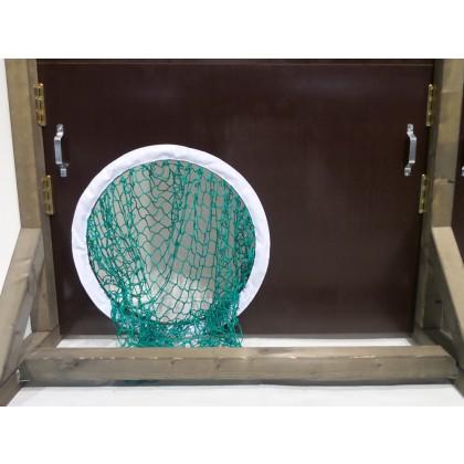 Fangnetz in Torschusslöchern für Holztorwand